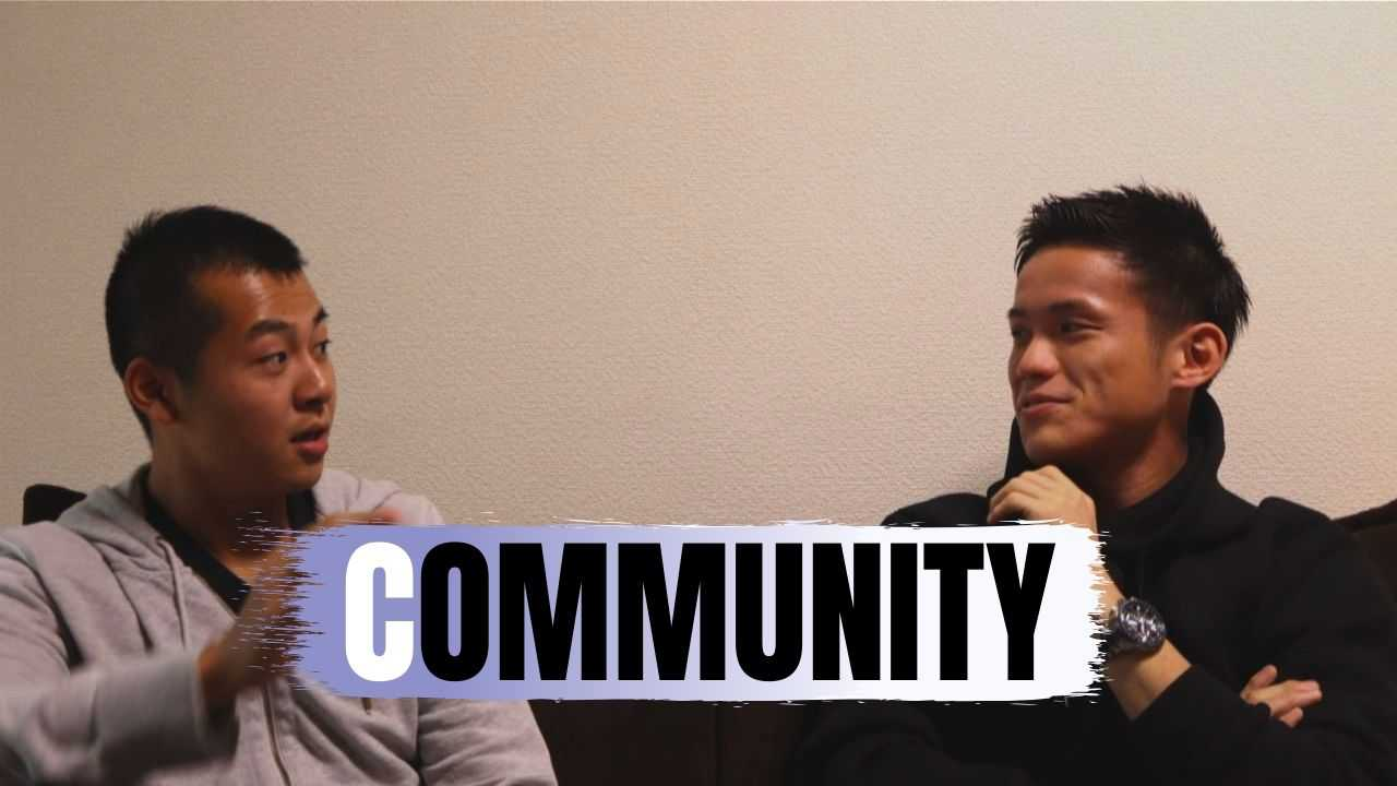 インタビューをうけるAKIOさん